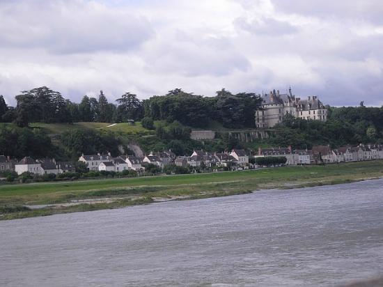 Domaine de la Pepiniere: nearby Chaumont Castle