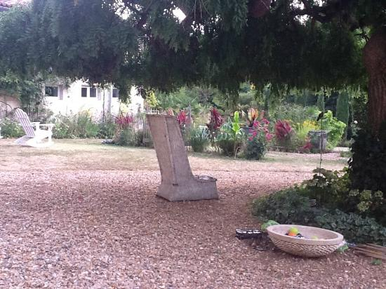 Les Cours du Clain: Garden relaxation areas