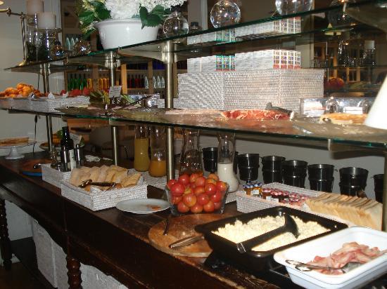 Hotel Ciutat de Girona: parte del buffet desayuno