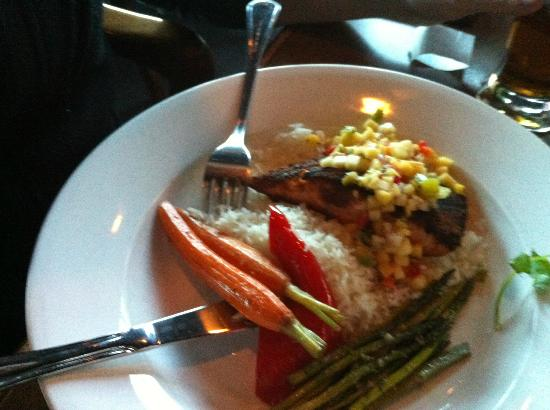 Brewsters Brewing Company & Restaurant : Salmon