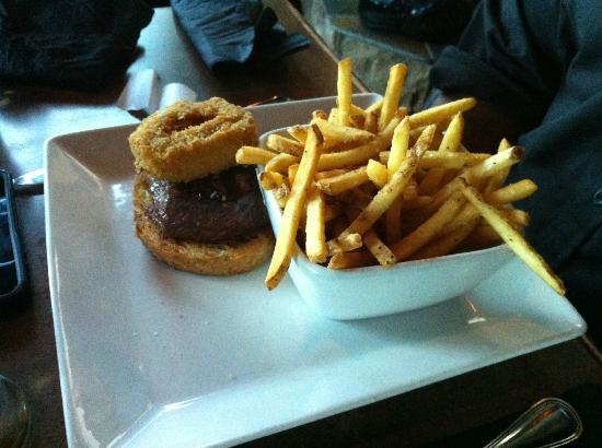 Brewsters Brewing Company & Restaurant : Steak Sandwich