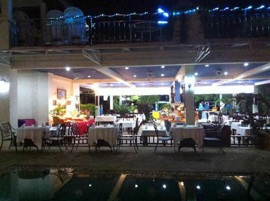 Chalong Beach Hotel and Spa: dinner