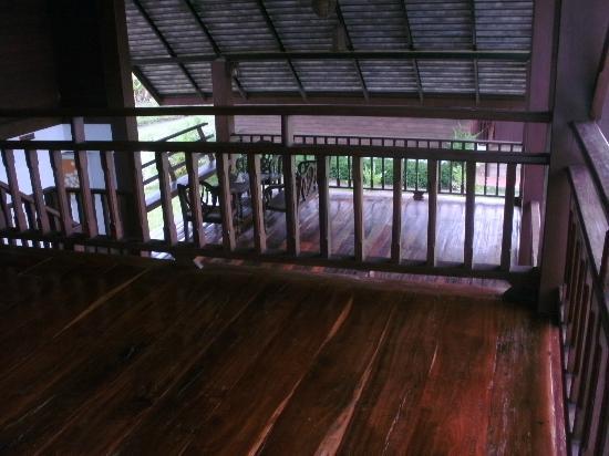 Apirata Resort: Vorplatz vom Zimmer