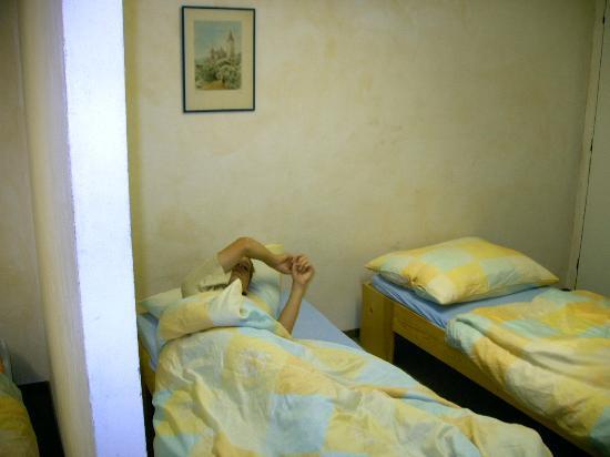 A1 Hotel and Hostel Prague: Das spartanische Zimmer