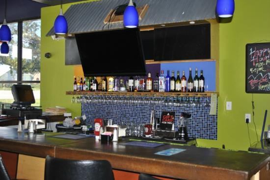 Podnuh's Rib House and Grill: Bar