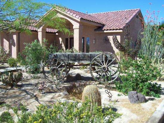 Stagecoach Trails Guest Ranch: Nice view of the gardens