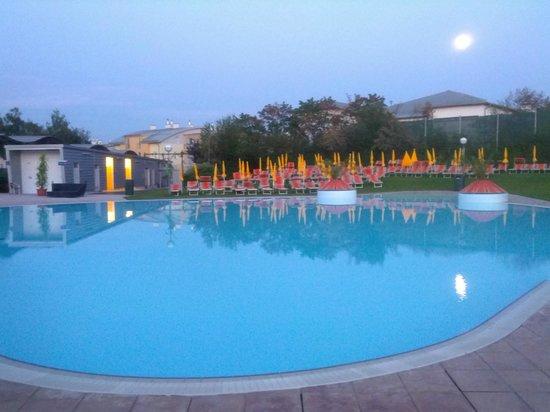 Therme Laa - Hotel & Spa : Öffentliche Therme - Außenbereich - Kaltwasserbecken