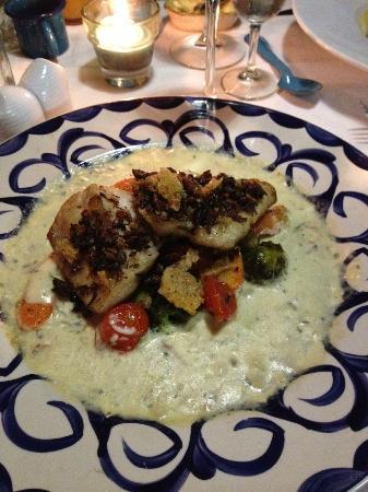 Sabor Amor: El Fino, pescado en costra de chapulines con salsa de mezcal