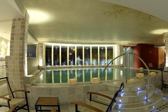 Piscina din mica spa picture of hotel los angeles spa for Piscina 02 granada