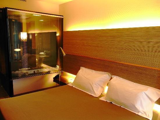 Bagno In Camera Con Vetrata : Camera con vetrata sul bagno picture of b hotel barcelona