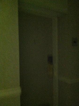 Wyndham Virginia Beach Oceanfront: no light over room door