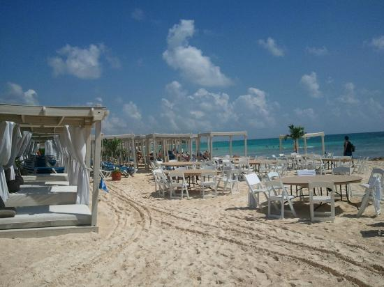 The Royal Playa del Carmen: Setting up for a wedding