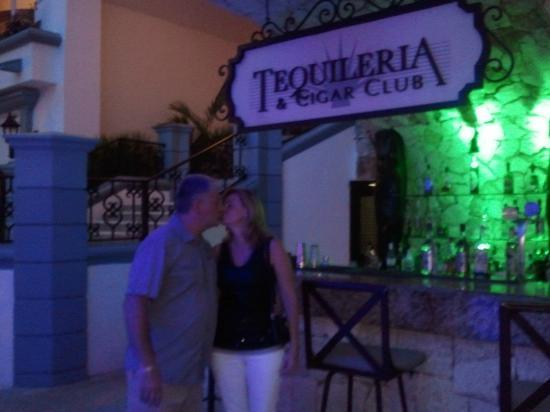 The Royal Playa del Carmen: One of the many bars