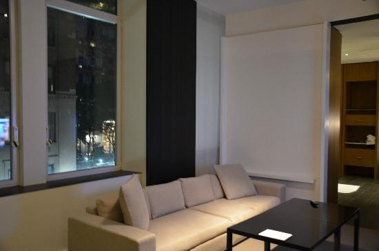 Andaz 5th Avenue: entry/main room