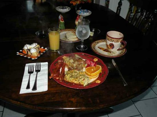 Christmas Lane B & B: My breakfast on my first morning....delicious!