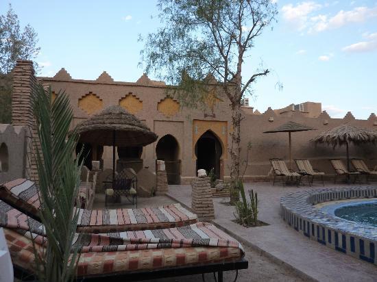 Hotel Kasbah Mohayut: autour de la piscine