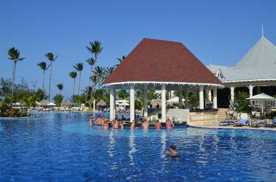 Luxury Bahia Principe Esmeralda Don Pablo Collection: The pool bar