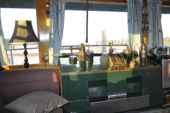 Covington Inn: View of the River from the Pilot's Suite salon.