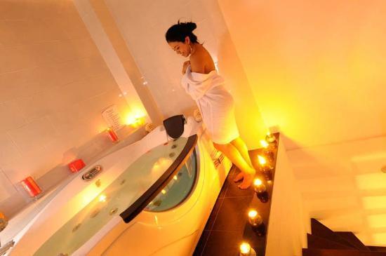 Ramada Bogota Belle Epoque : Bathroom