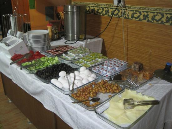 Istanbul Paris Hotel & Hostel: breakfast buffet