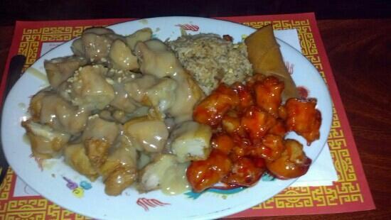 Peking House Chinese Restaurant: almond chicken combo
