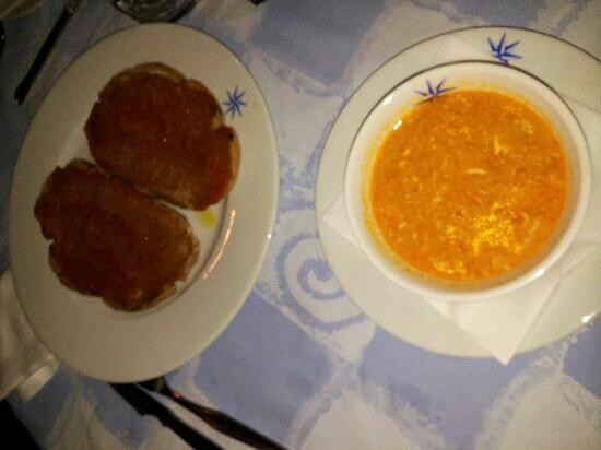 Restaurante Xaloc: garlic soup and tomato and garlic brown bread