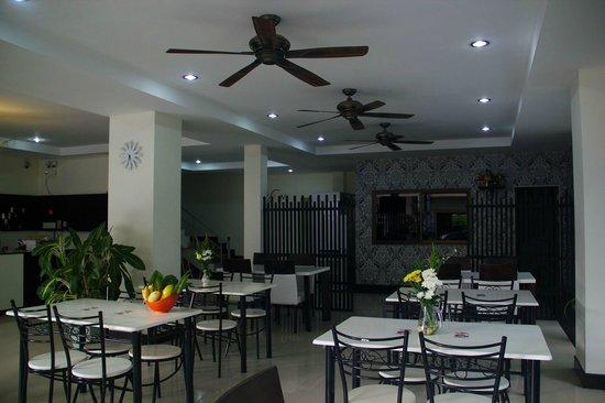 Nirvana Inn: restaurant