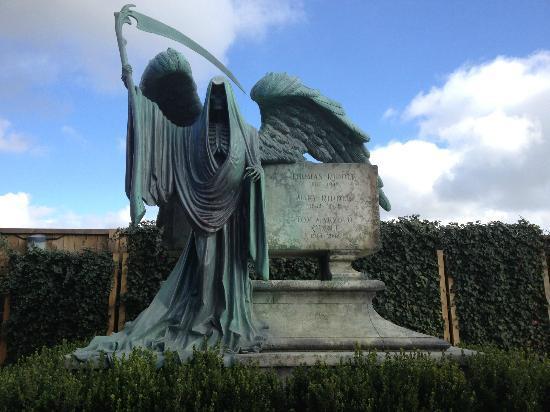 Tom Riddle gravestone