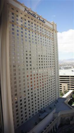 Monte Carlo Resort & Casino: Vista del Hotel desde la ventana de la habitación