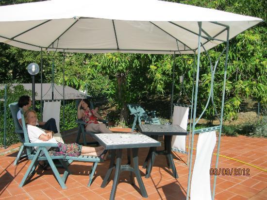 Agriturismo La Leggenda: relax dopo pranzo.....