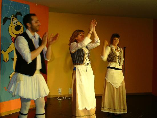 Alykanas Village Hotel: Greek dance night