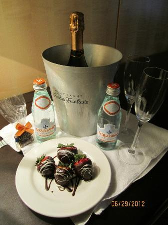 Omni Berkshire Place: Champagne, Water, Chocolate-covered Strawberries for our Anniversary