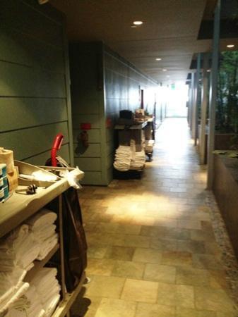 Shade Hotel: 12 Stunden Service-Wagen am Zimmereingang - toll!
