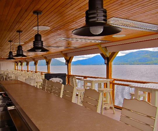 The Sagamore Resort: lakeside bar (closed during off season)