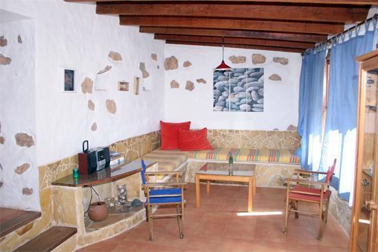 Alojamiento Rural La Rosa Del Taro: Salon comedor
