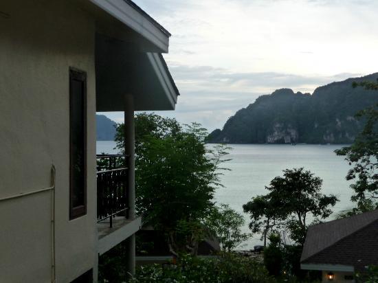Phi Phi Bayview Resort: Deluxe-Bungalow mit Blick über die Tonsai-Bucht