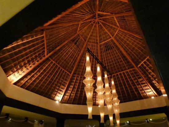Ocean Coral & Turquesa: Ceiling in Lobby