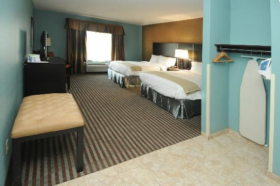 Holiday Inn Express Somerset: Standard Two Queen Size Bedroom