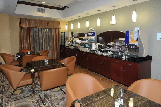 Holiday Inn Express Somerset: Breakfast Bar
