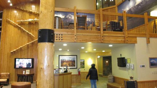 ماكينلي تشاليتس: Lobby from entrance 