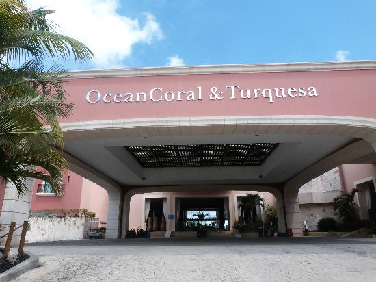 Ocean Coral & Turquesa: Front of Hotel