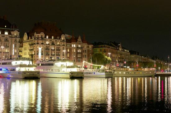Radisson Blu Strand Hotel, Stockholm: Набережная перед отелем