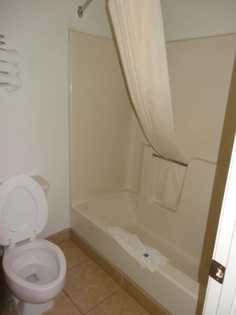 Motel 6 Espanola: Bad und WC