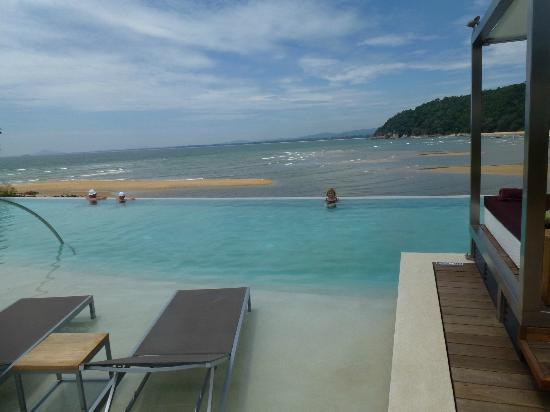 Club Med Cherating Beach: Zen pool overlooking the beach