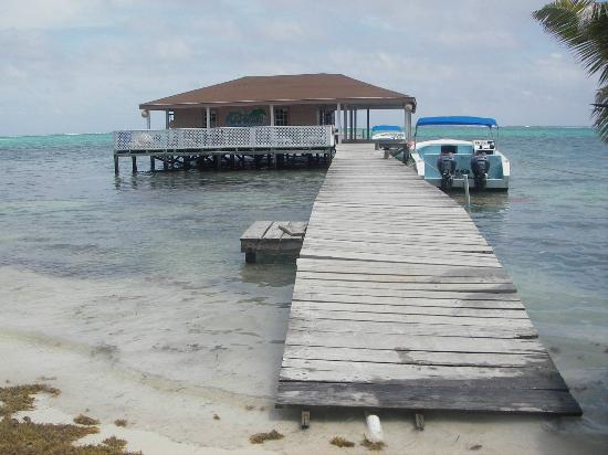 Ocean Tide Beach Resort: dock / dive shop