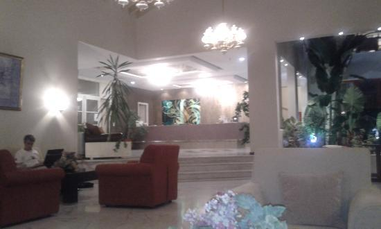 Alma Hotel: Lobby