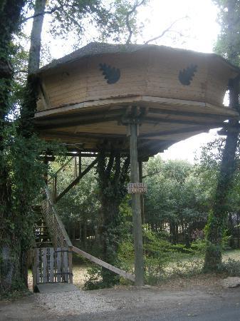 Dienné, France : cabane perchée
