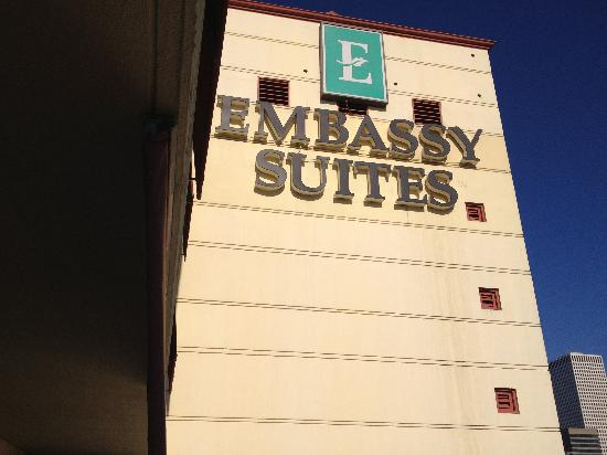 Embassy Suites by Hilton New Orleans - Convention Center: Outside of the building
