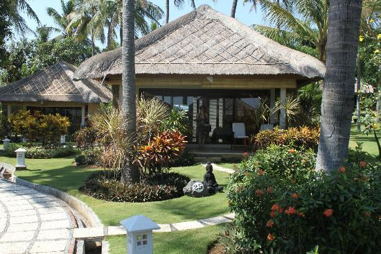 Siddhartha Ocean Front Resort & Spa: view from path, all villas very private