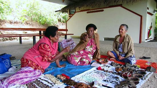 Volivoli Beach Resort Fiji: Fijian Nearby Village Women